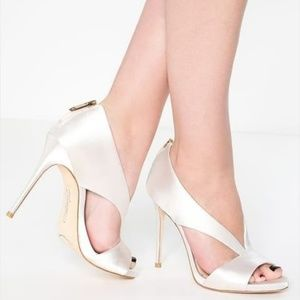 NWOT Vince Camuto Imagine Dailey Ivory Satin Pump